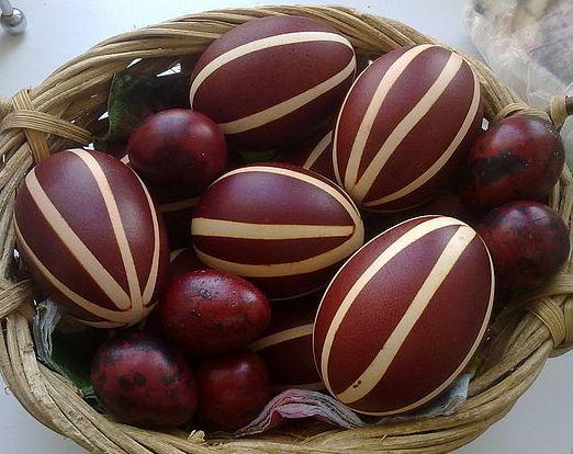Красим яйца с узором в полоску