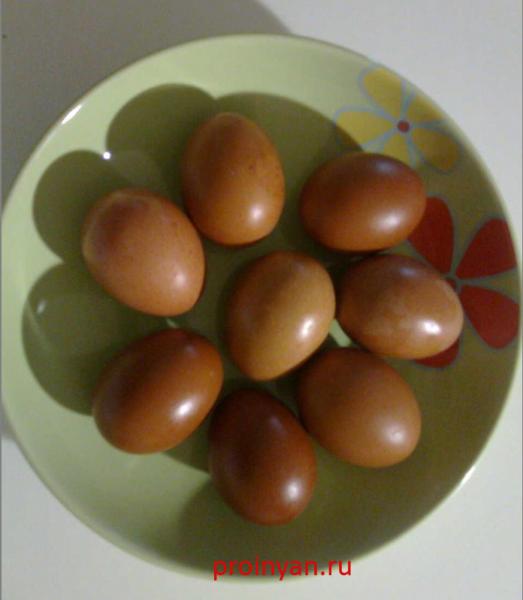 яйца крашенные в кофе фото